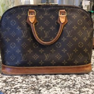 Authentic Louis Vuitton Alma PM 💋